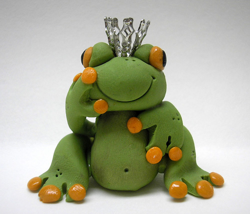 PRINCE TO BE? *TREE FROG* figurine